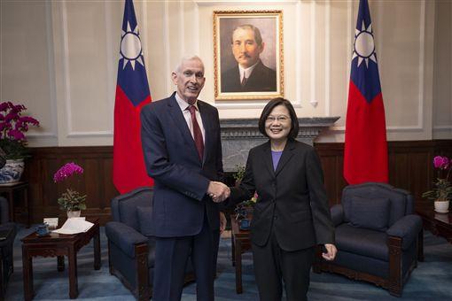 總統蔡英文16日上午在總統府接見美國在台協會主席莫健。(圖/總統府提供)