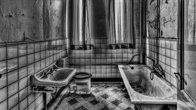 噁!舊大樓通風口飄「鐵鏽惡臭味」…她怒譙鄰居:要多髒?(圖/翻攝自Pixabay)