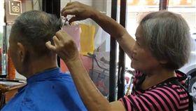 關山最老理髮店 9旬翁為她月跑百里