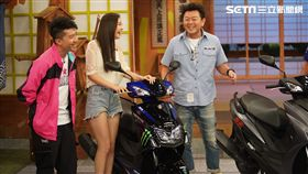 康哥訪問Yamaha日本總部的部長—高橋大輔。 Yamaha推出全新的勁戰五代特仕版。 來賓張立東、優妮也覺得新款機車外觀很吸睛! 康哥看到勁戰五代特仕版擁有超帥的賽車塗裝!