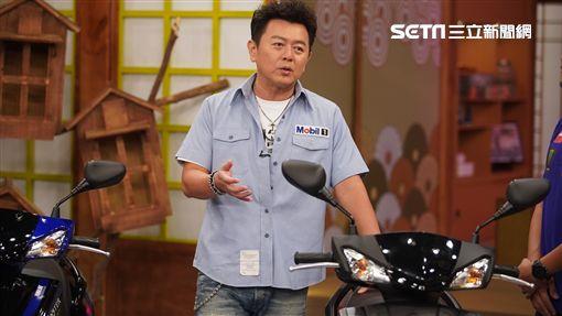 康哥訪問Yamaha日本總部的部長—高橋大輔。Yamaha推出全新的勁戰五代特仕版。來賓張立東、優妮也覺得新款機車外觀很吸睛!康哥看到勁戰五代特仕版擁有超帥的賽車塗裝!