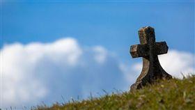 外婆公祭沒撿骨就閃人…回程秒遭現世報 網笑:圓滿結局(圖/翻攝自Pixabay)