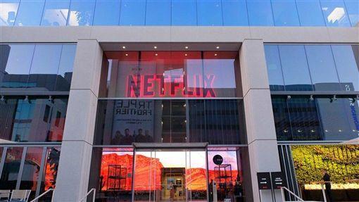 在迪士尼與蘋果夾擊下,串流影音平台Netflix原被投資人認為可能會表現不佳。不過,Netflix第3季付費訂戶增幅略高於華爾街預期。圖為Netflix洛杉磯總部。(中央社檔案照片)