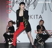 舒子晨推出個人首張EP,大跳高難度舞步。(記者邱榮吉/攝影)