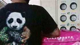 外送,外送員,Food Panda,黑衣,功夫熊貓(圖/翻攝自加藤軍路邊隨手拍 臉書)
