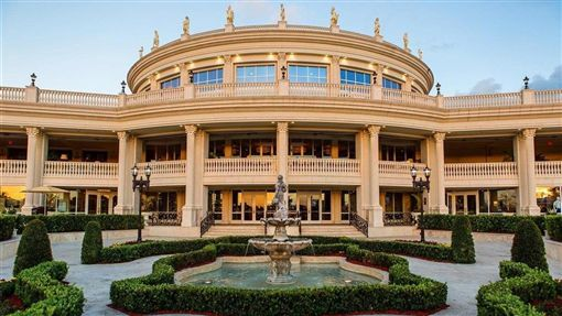白宮代理幕僚長穆瓦尼17日宣布,2020年七大工業國集團(G7)領袖會議將在位於佛羅里達州邁阿密川普國家多羅高爾夫度假村舉行。(圖取自facebook.com/TrumpDoral)