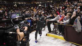 ▲雷納德(Kawhi Leonard)重返加拿大,球迷超熱情。(圖/美聯社/達志影像)