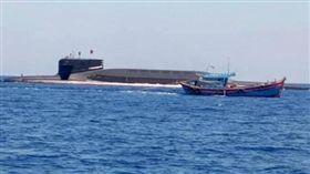 中國核潛艇突現南海!疑遭越南漁船「撒漁網捕獲」(圖/翻攝自推特)