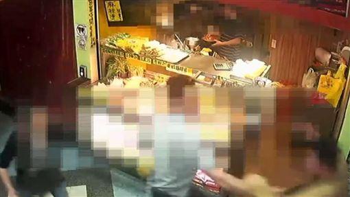 台北.萬華區,昆明街,毆打,白嫖(圖/翻攝畫面)