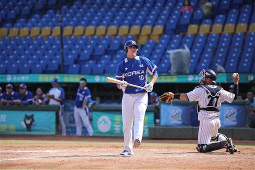 ▲亞錦賽大學生韓國隊選手朴東真在打擊區懊惱神情。(圖/中華棒協提供)