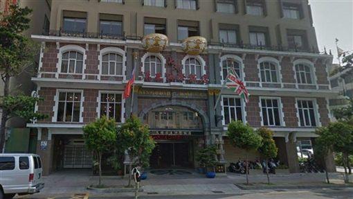 知名的高雄漢王洲際飯店19日公告,受一例一休增加成本、年金改革樽節消費等因素衝擊,中餐廳自109年1月18日起將暫停營業。(圖/翻攝自google maps網頁google.com/maps)