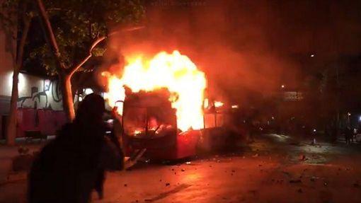 智利,抗議,示威,縱火(圖/翻攝自推特)