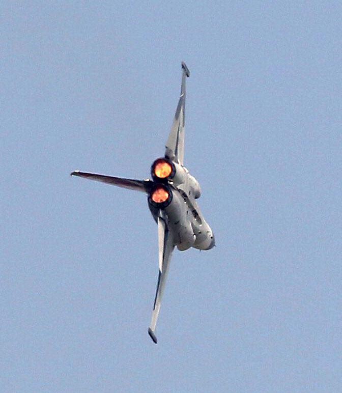 空軍IDF戰機單機性能特技操演。(記者邱榮吉/攝影)