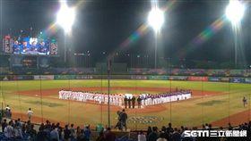 ▲亞錦賽台灣與中國隊比賽小熊維尼。(圖/記者蕭保祥攝影)