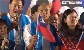 ▲韓國瑜19日在台南水萍塭公園舉辦晚會,號稱現場十萬人合唱國歌
