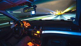 酒駕,開車,夜晚,喝酒,模糊,公共危險。翻攝自pixabay