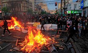 智利首都示威不止。(圖/翻攝自推特)