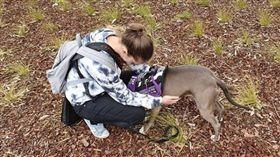 一名澳洲少女莎娜(Shauna Darcy)日前因出現心律不整,被其所養的服務犬露比(Ruby)發現,就醫後才發現自己罹患罕見的心臟疾病「愛娜妲奴症候群(Ehlers-Danlos syndrome)」,及時接受治療才保住一命,讓她驚訝地淚謝露比的敏銳和機警。(圖/翻攝自incredibullruby IG)