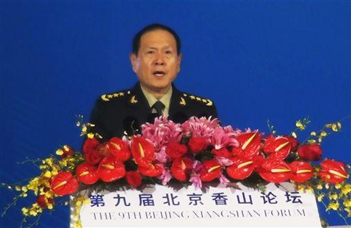 中國國務委員兼國防部長魏鳳和今天聲稱,中國致力於推動「兩岸關係和平發展,推進中國和平統一進程」,但絕不會「任由台獨份子鋌而走險,絕不會坐視外部勢力插手干涉」。中央社記者邱國強北京攝 108年10月21日