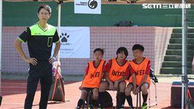 邱昊奇在《逆轉奇蹟》擔任足球教練。(圖/幸星娛樂提供)