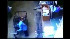 印度,男童,陽台,摔下,三輪車(梨視頻)