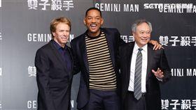 傑瑞、李安、威爾史密斯三人一同在背版合照。