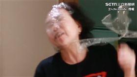 皮在癢!調皮兒做隱形牆惡整 老母氣炸爆打笑翻網