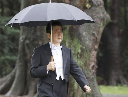 日本首相安倍晉三出席22日的「即位禮正殿之儀」。(共同社提供)