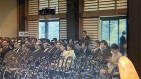 超失禮!出席日本天皇即位典禮 林鄭月娥竟「低頭滑手機」(圖/翻攝自LIHKG討論區)