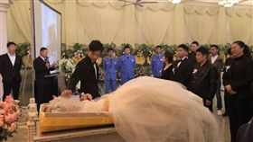 癌妻登記結婚後病逝!老公「喪禮婚禮同天辦」:她想穿婚紗(圖/翻攝自搜狐新聞)