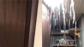 男開廁所門…驚見免費「瀑布洗澡水」!網笑瘋:住水濂洞?(圖/翻攝自爆怨公社)