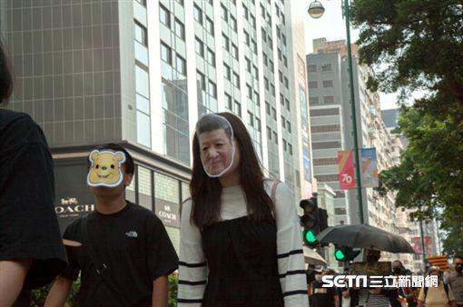 ▲香港反送中運動,10月20日九龍大遊行。有人戴上習近平和小熊維尼的面具諷刺中國政府(圖/駐香港特約記者王志杰攝影)