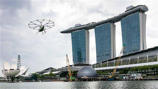 空中計程車 新加坡濱海灣試飛德國企業Volocopter空中計程車22日在新加坡濱海灣上空試飛,測試過程約3分鐘。(Volocopter提供)中央社記者黃自強新加坡傳真 108年10月22日