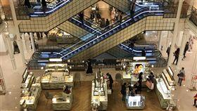 到巴黎就是要買  中國及美國遊客最肯消費在巴黎,吸引觀光客的行程不只地標建築、美術館和古蹟,還有購物,尤其中國人及美國人在金額上買得最多。圖為108年9月27日巴黎樂蓬馬歇百貨公司。中央社記者曾依璇巴黎攝  108年10月22日