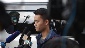 陳同佳出獄  稱願到台灣投案(1)涉嫌在台灣旅遊期間殺死女友的香港男子陳同佳23日上午9時出獄,他向現場媒體簡短談話向死者和家人道歉,並表示願意到台灣「自首」。中央社記者張謙香港攝  108年10月23日