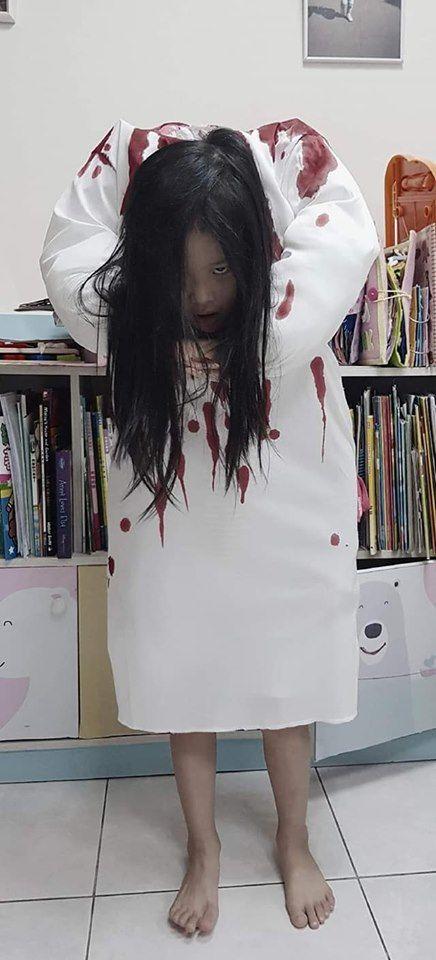 ▲女童被扮成貞子嚇歪同學。(圖/當事人授權提供)https://www.facebook.com/groups/1027360687282981/permalink/3017293934956303/