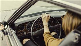 女生,開車,交通,台北,駕照(翻攝自Pixabay)