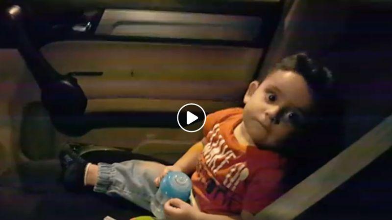 影/小男嬰被示威嚇壞 黎巴嫩抗議者這樣做超暖