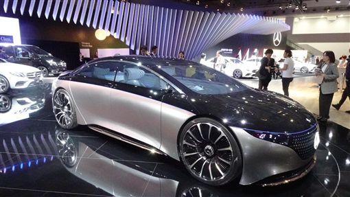 東京車展 賓士電動概念車Vision EQS成焦點第46屆東京車展25日登場,賓士(Mercedes-Benz)展出豪華電動概念車Vision EQS,成為展場上焦點。中央社記者楊明珠東京攝 108年10月24日
