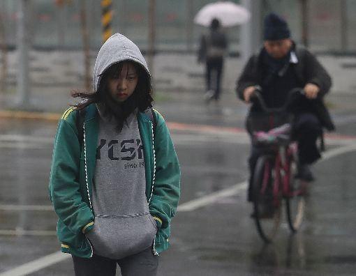吳德榮,鋒面報到,天氣,明顯轉變,北台灣(圖/中央社)