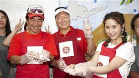 綜藝天王吳宗憲今(24日)攜手女兒Sandy擔任東森購物的代言人和「愛的早餐」慈善大使。圖/東森購物提供
