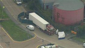 英格蘭東南部艾塞克斯工業區一輛貨櫃車內發現39具遺體,受害人包括38名成人和1名青少年。(美聯社)