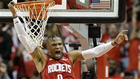 ▲威斯布魯克(Russell Westbrook)火箭首秀攻下24分16籃板。(圖/美聯社/達志影像)