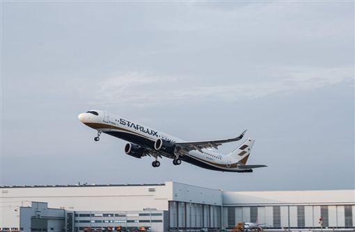 星宇航空預計首架客機,將於台灣時間28日返台,由董事長張國煒親自駕回。(圖/翻攝自星宇航空臉書)