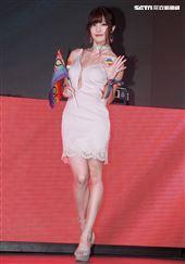 巨乳寫真界的救世主七冠王高橋聖子為wave夜店開幕DJ處女秀。(記者邱榮吉/攝影)