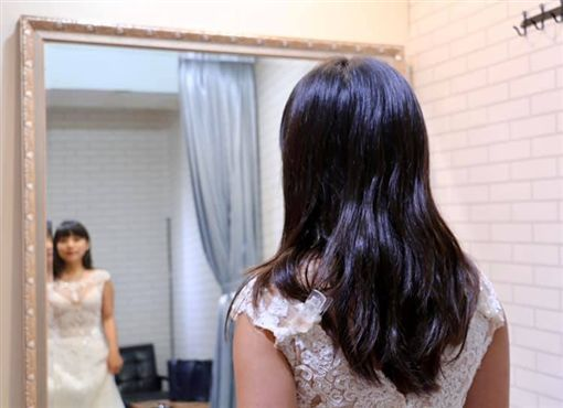 黃捷在臉書秀出「婚紗照」,還語出驚人地表示「我要結婚了!」(圖/翻攝自黃捷臉書)