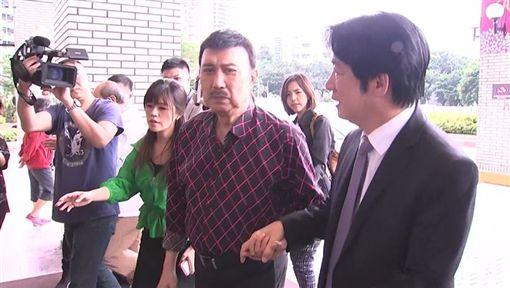 賴清德前往榮總探視余苑琦,余天李亞萍陪同。