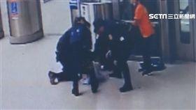 火車站月台揮刀驚魂! 男失控遭盾牌壓制