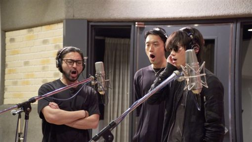 ▲山田孝之(左起)、內田朝陽和綾野剛去年底組成樂團,一圓歌手夢。(水元素提供)