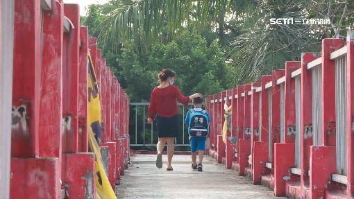 扯!連接小學陸橋 完工近40年「沒維護資料」